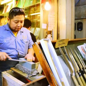 Expert Assistance with Knife Shopping in Tsukiji